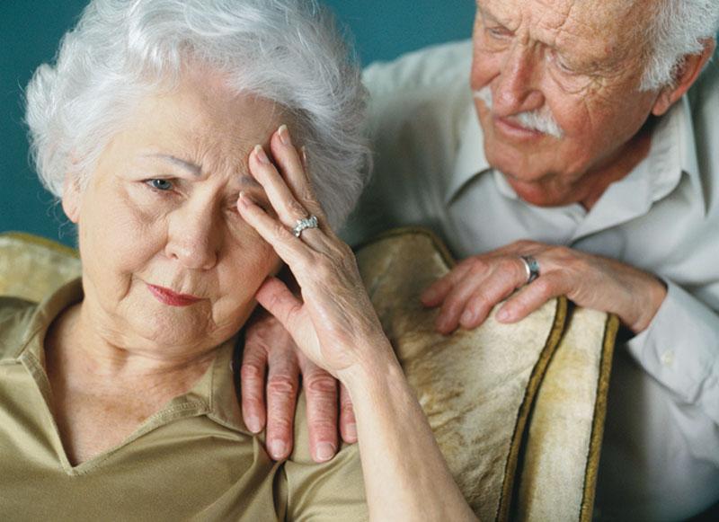 пожилая женщина и ее муж