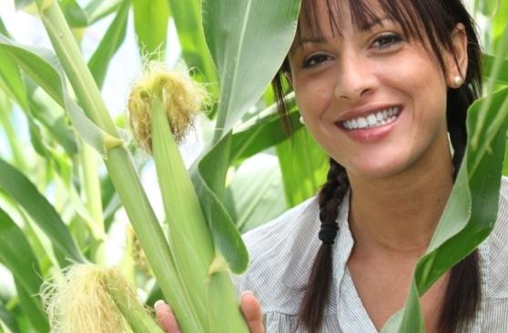 девушка и кукуруза