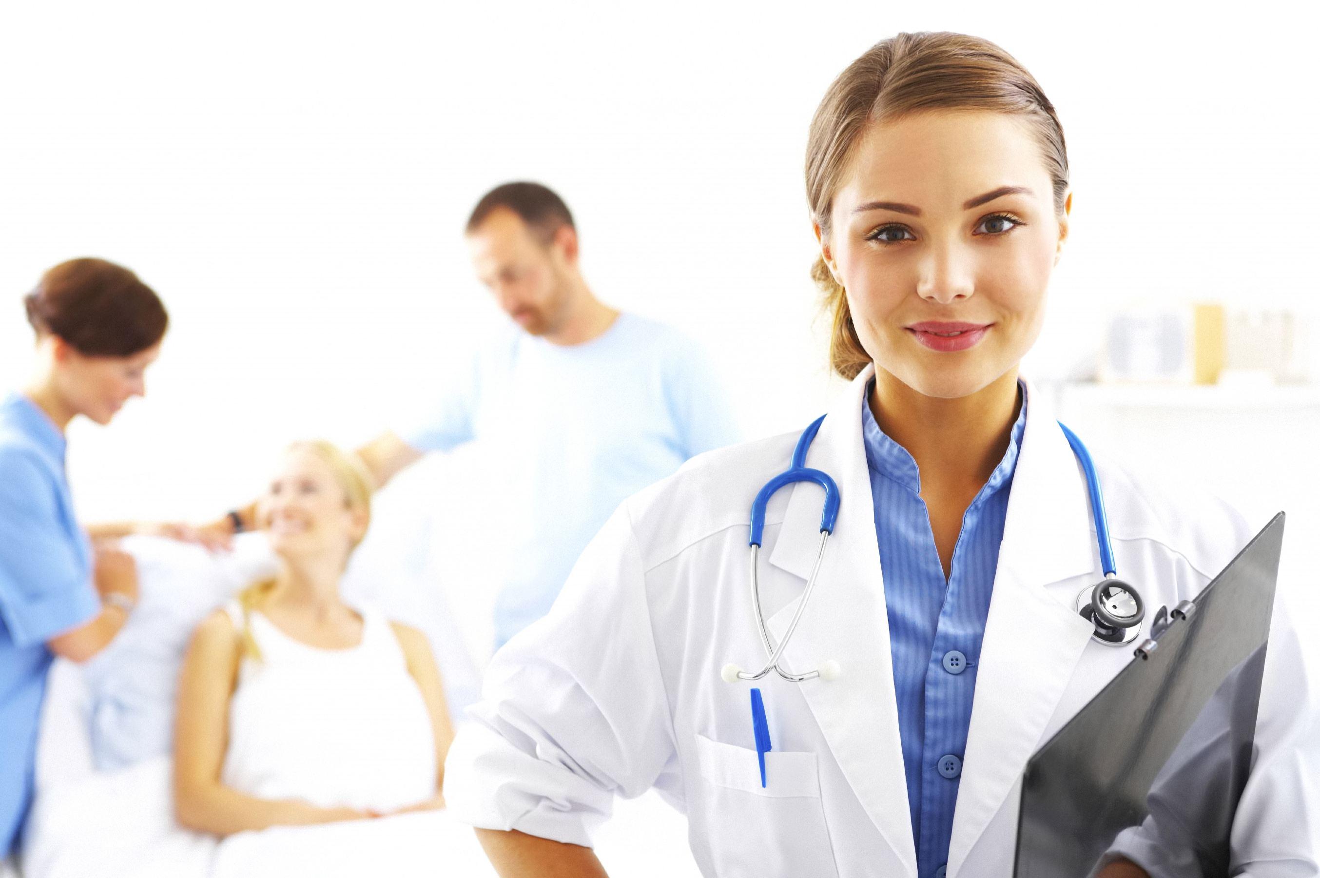 врач на фоне пациента