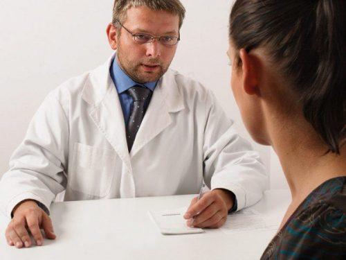 девушка у доктора