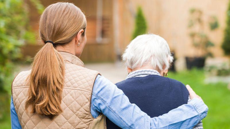 женщина и бабушка
